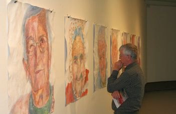Mi a tétje a diplomamunkának? – Megnyílt a Vizuális Művészeti Tanszék végzőseinek diplomakiállítása