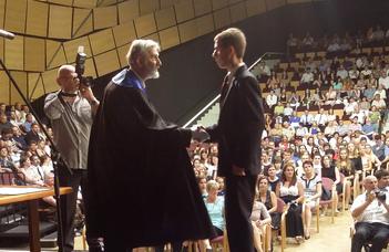 Átadták az első ELTE-s diplomákat Szombathelyen