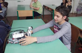 Digitális témahét rendezvényein a technika szakos hallgatók