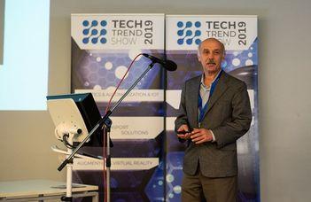 Oktatónk a robotika tanításáról tartott előadást a Tech Trend Show-n