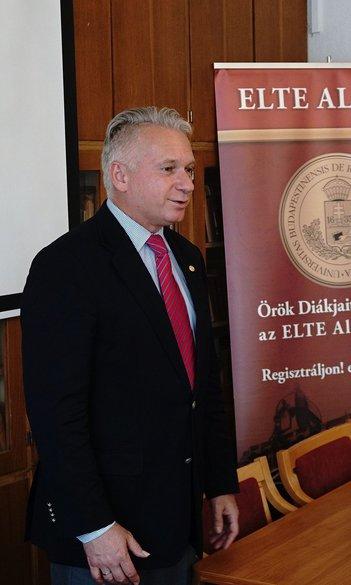 Az ELTE rektorától vették át aranydiplomáikat