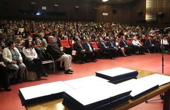 Diplomákat osztott a legjobb magyar egyetem Szombathelyen